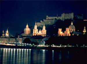 salzburg_by_night.jpg (14033 Byte)